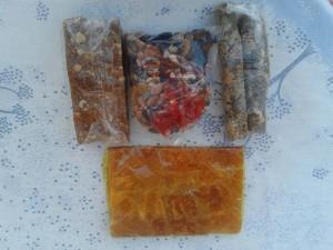 (Soldan sağa) Fındıklı pestil, karışık kuruyemiş, cevizli sucuk, kayısı pestili