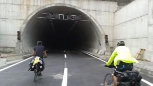 Araç trafiğine kapalı olan Göcek Tüneli'nden geçtik