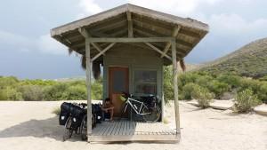 Patara Plajı'nda yalnız bir kulübe