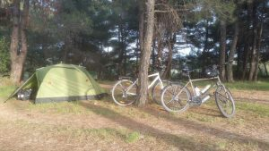 Savaştepe'de çam ormanında kamp yerimiz.